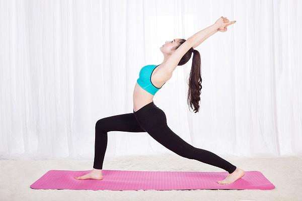 Bài tập Yoga cho bà bầu 3 tháng giữa với tư thế chiến binh