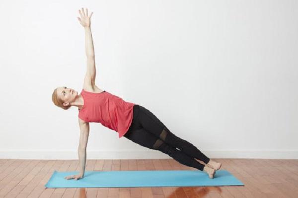 Tư thế giữ cân bằng nghiêng Vasisthasana