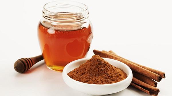 Điều trị thoái hóa đốt sống cổ lâu năm bằng bột quế và mật ong